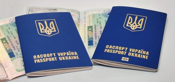 UE dorește ca Ucraina să nu mai elibereze câte două pașapoarte biometrice